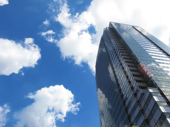 重要なのは、空調効率の改善と建物の遮熱対策